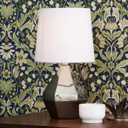 Bordlampe Ruby med sølvfarvet keramikfod